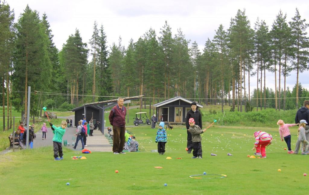 Pallot lensivät hienosti harjoittelualueilla.